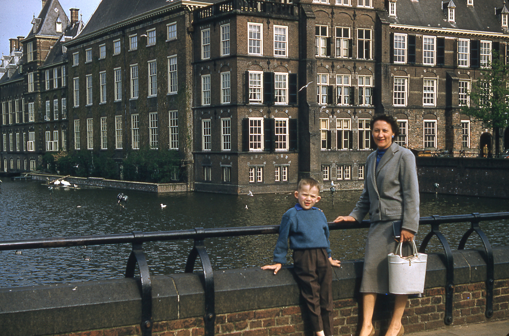 1957 04 Pays-Bas La Haye Dominique Jacqueline